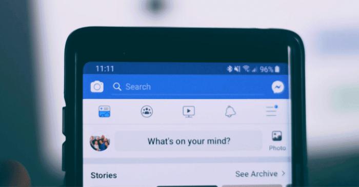 Facebook truy cập camera người dùng